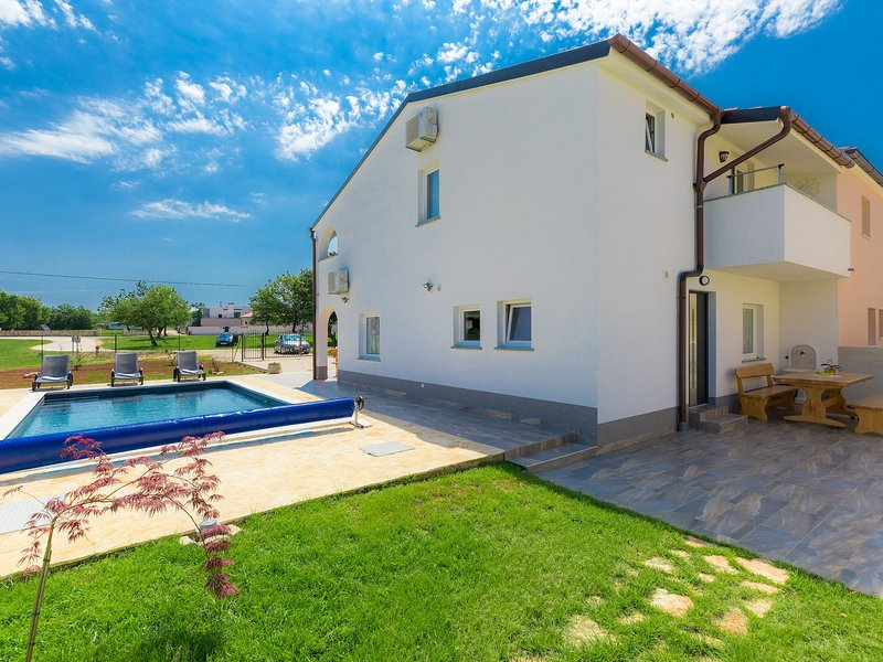 Mira, holiday rental in Barbariga