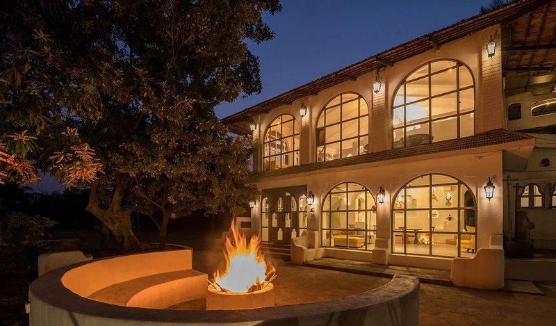 Casa Blanca by Vista Rooms, aluguéis de temporada em Raigad District