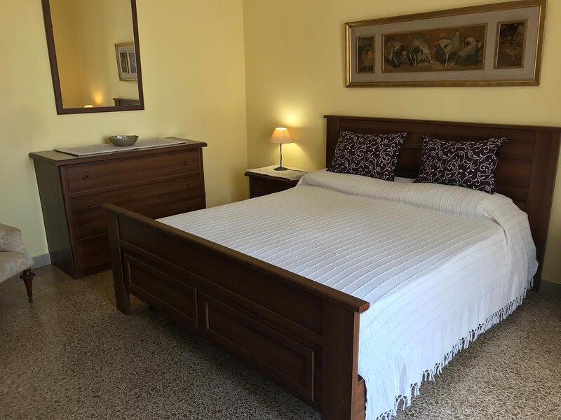 Luminoso appartamento centrale, holiday rental in Alghero
