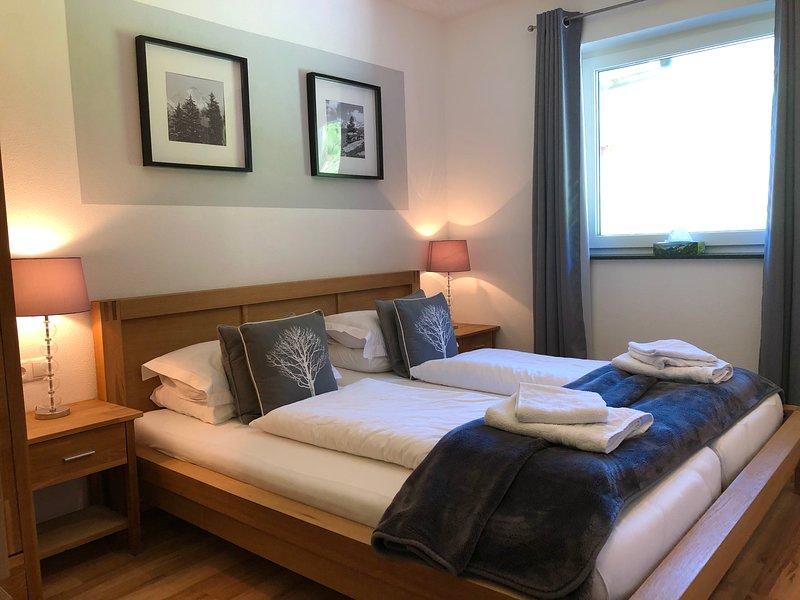 Luxury Kapelle Blick Apt 1 - 2 bedrooms, FREE Access to Indoor&Outdoor Swimming, Ferienwohnung in Mayrhofen