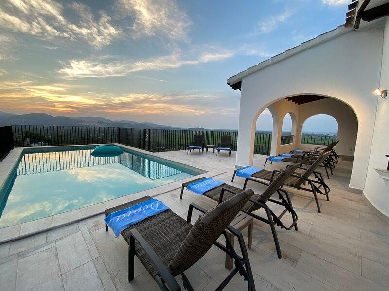 Villa Sealoo, un havre de paix entre mer et montagne., vacation rental in Denia