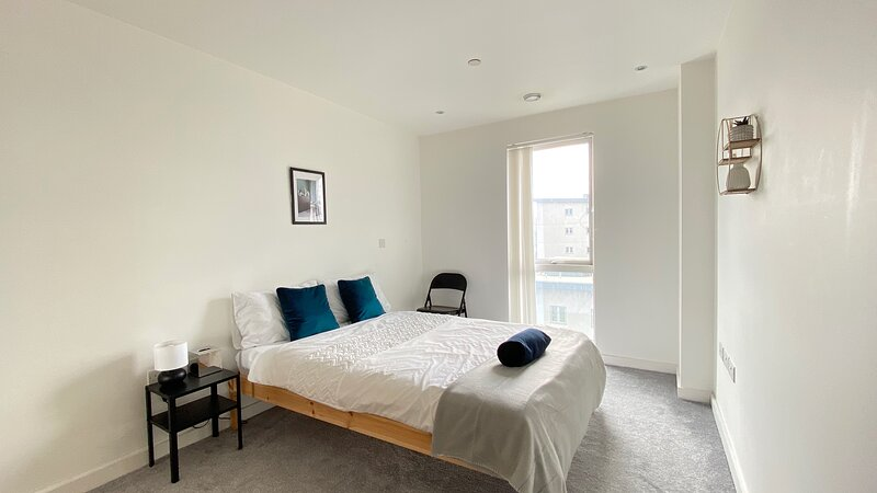 Central Slough Apartment Sleeps 6, holiday rental in Slough