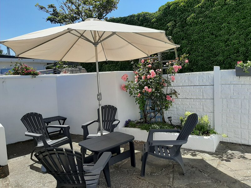 Kilmore Quay Gannet Cottage private access to beach, thatched fishing village, vacation rental in Bridgetown