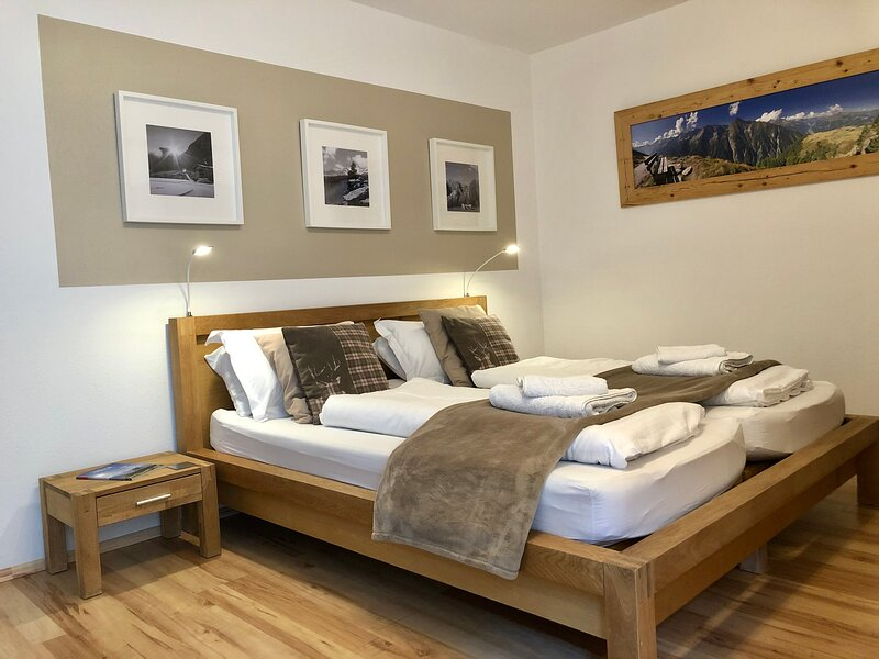 Luxury Kapelle Blick Apt 2 - 1 bedroom, FREE Access to Indoor&Outdoor Swimming, holiday rental in Mayrhofen