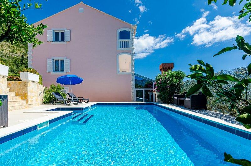 Villa Mateo - Three Bedroom Apartment with Terrace and Private Pool, location de vacances à Dubravka