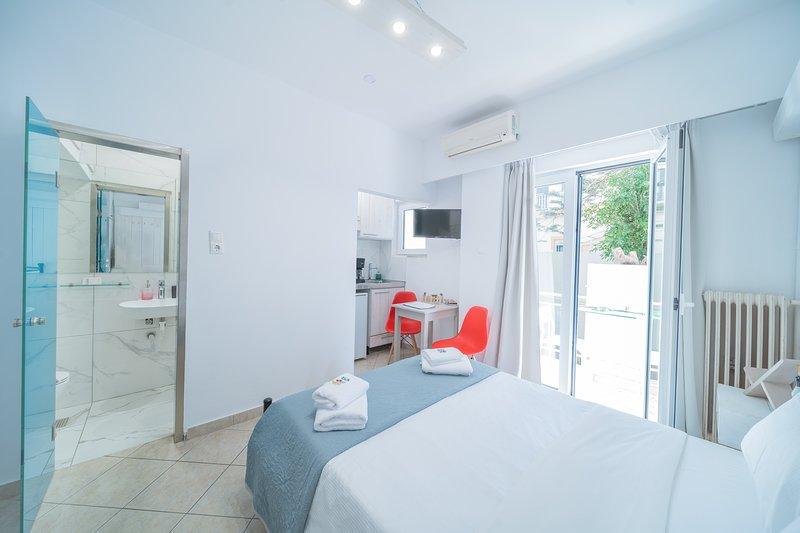 City Center Studios H5, holiday rental in Nea Alikarnassos
