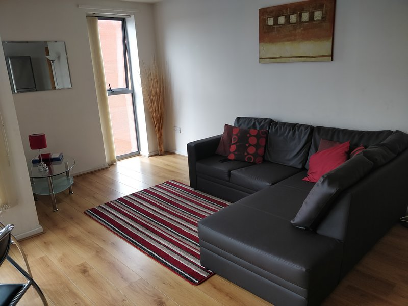 Spacious 2 Bed 2 Bathroom Central Apartment with Free Parking, Ferienwohnung in Shadwell