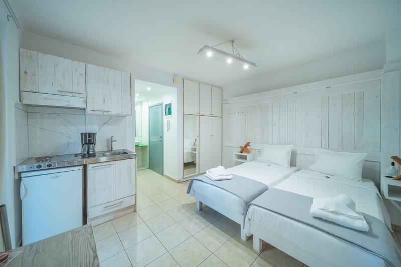 City Center Studios H2, holiday rental in Nea Alikarnassos