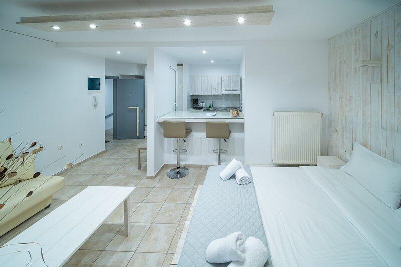 City Center Studio H1, holiday rental in Nea Alikarnassos