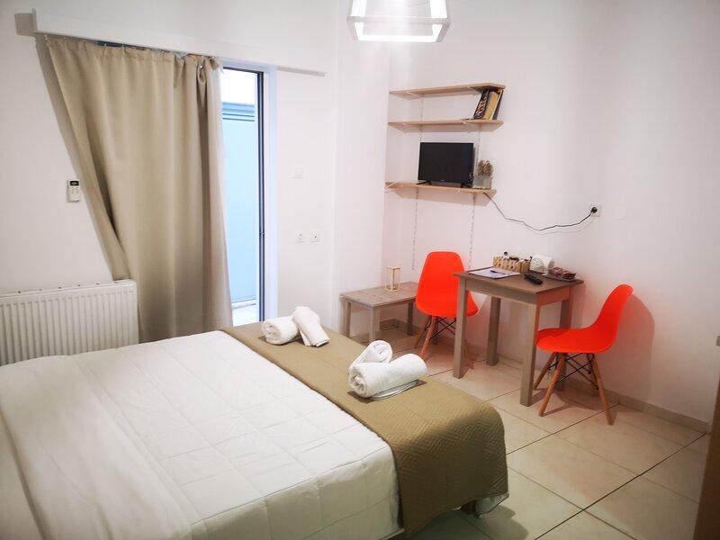 CITY CENTER STUDIOS I3, holiday rental in Nea Alikarnassos