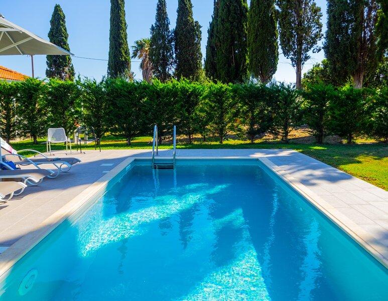 Villa with private pool in Svoronata., vacation rental in Svoronata