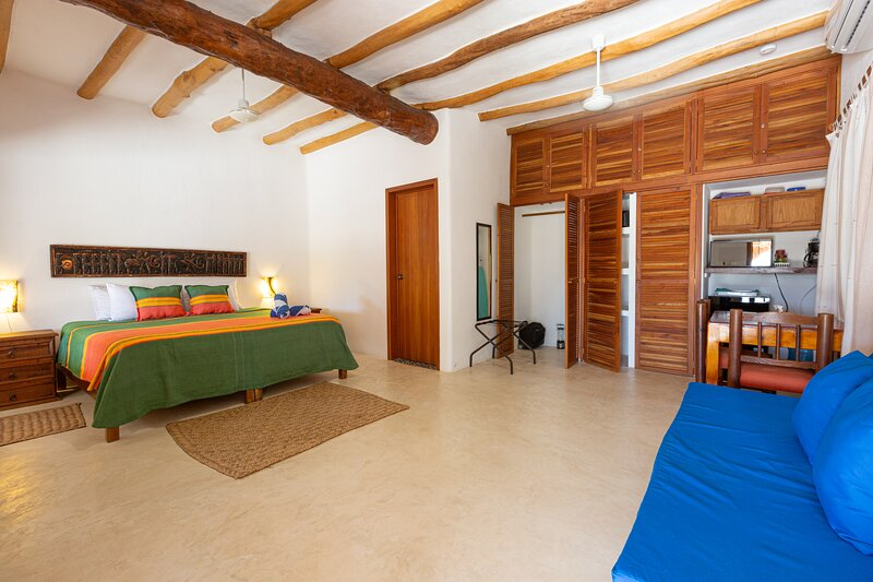 Suite Lagoon W/ Terrace - 2 Blocks from the Beach, holiday rental in Chiquila