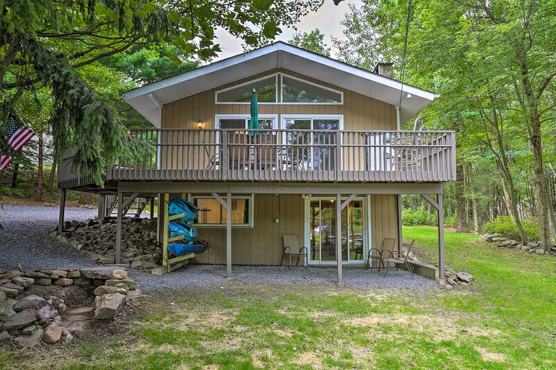 NEW! Emerald Lakes Resort Home w/Deck & Large Yard, holiday rental in Tunkhannock Township