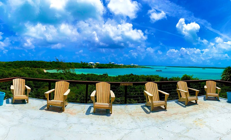 Eden Hill Exuma / Extraordinary Views / Great Location in George Town /  Beach, casa vacanza a Salt Pond