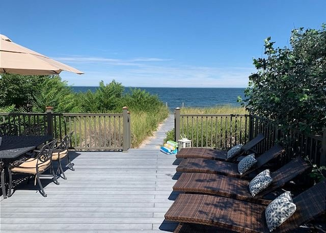 Summer By The Sea 5Br Beach house Kayaks/Paddle Highspeed Internet Vineyards, holiday rental in Middle Island
