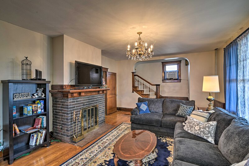 NEW! Somerset Home w/Yard 5Mi to Historical Center, vacation rental in Central City