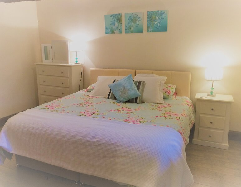 Vale Wild Cherry - Vale Chestnut sleeps 4 with shared indoor swimming pool and h, alquiler vacacional en Battle