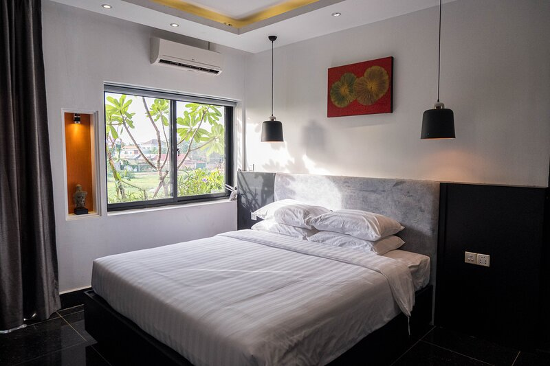 Private House 4 Bed Rooms, vacation rental in Siem Reap