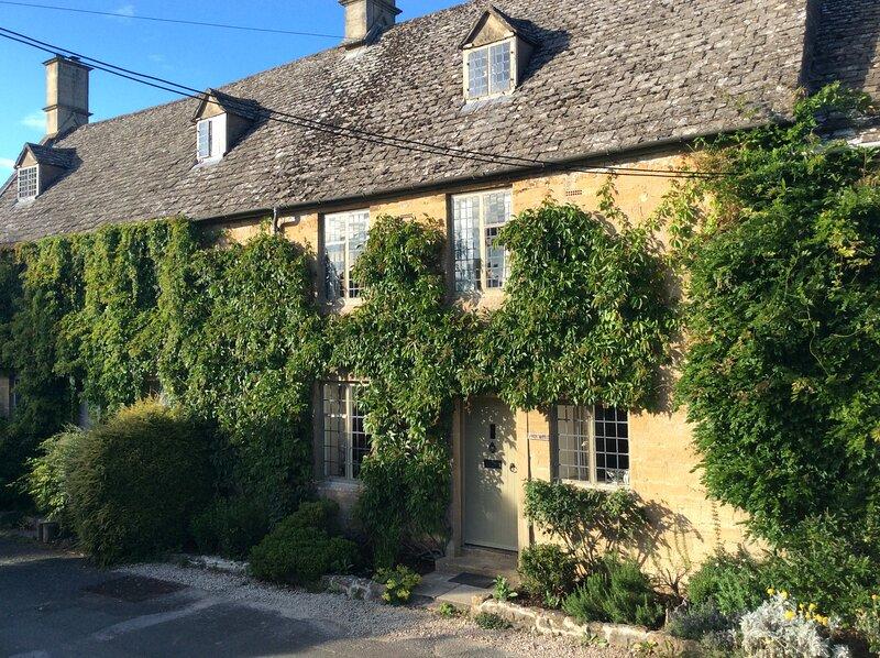 Beautiful grade 2 listed cotswold cottage, casa vacanza a Bledington