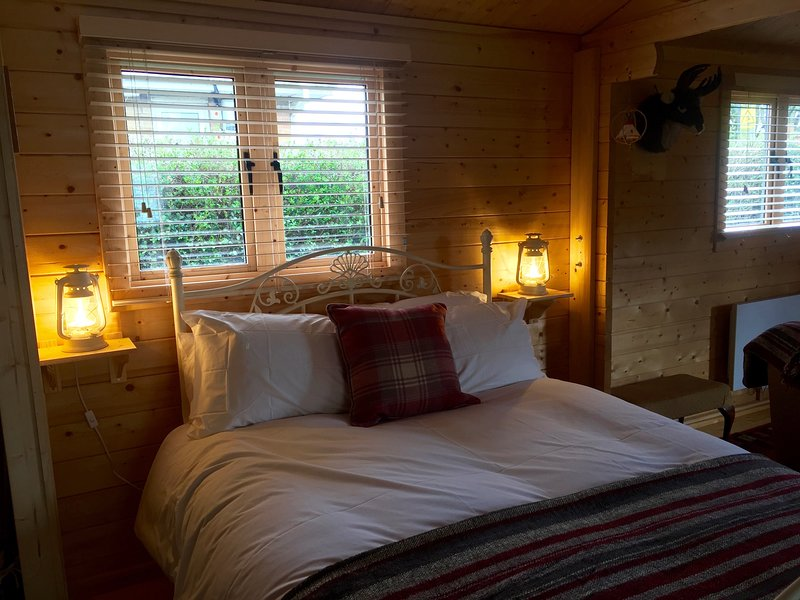 Self Contained Log Cabin - sleeps up to 4 in open plan studio format, location de vacances à Manea
