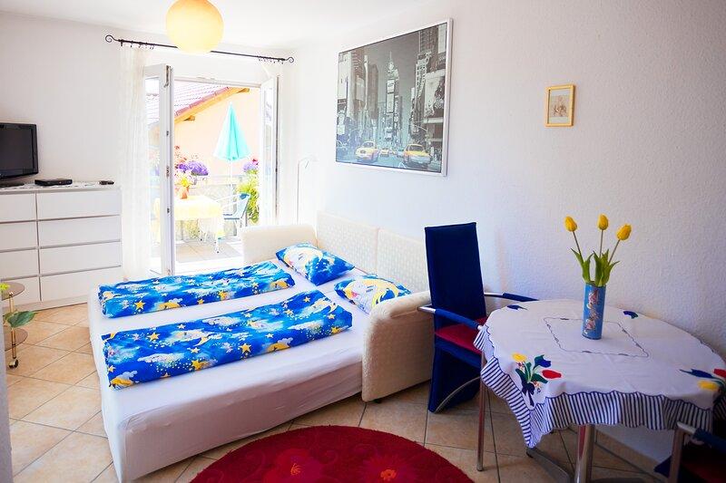 Helles Zimmer mit Dusche und WC nahe Heilbronn, location de vacances à Sinsheim
