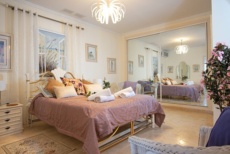 2 bedroom Apartment with Huge Terrace and Private Swimming Pool, vacation rental in Benalmadena
