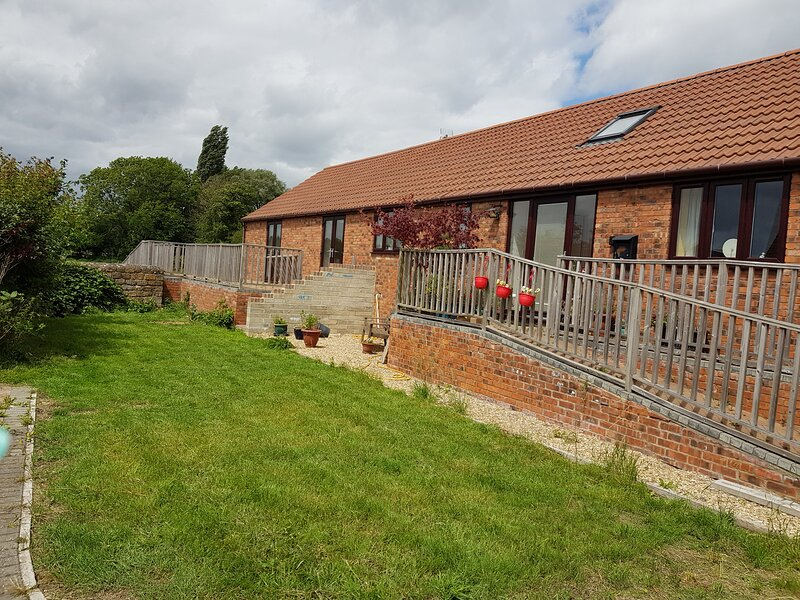 The Old Stables - spacious bungalow sleeps 4/ 6, holiday rental in Whitminster