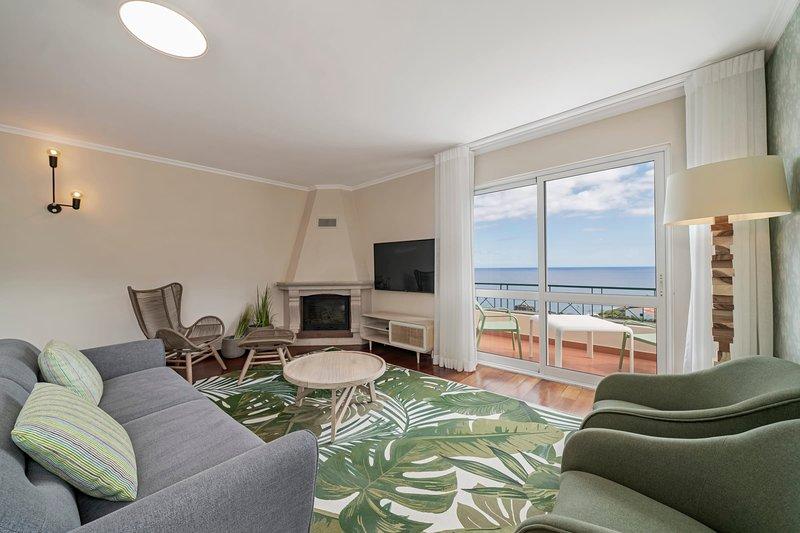 Duplex with sea view, Reis Magos V, holiday rental in Estreito de Camara de Lobos