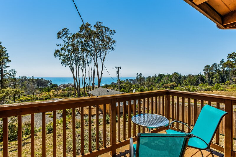 New listing! Beautiful, family-friendly house & cottage w/ great ocean views, holiday rental in Anchor Bay