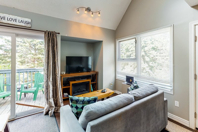 Dog-friendly wooded studio w/ shared pool, hot tub, & tennis court!, location de vacances à Meaford
