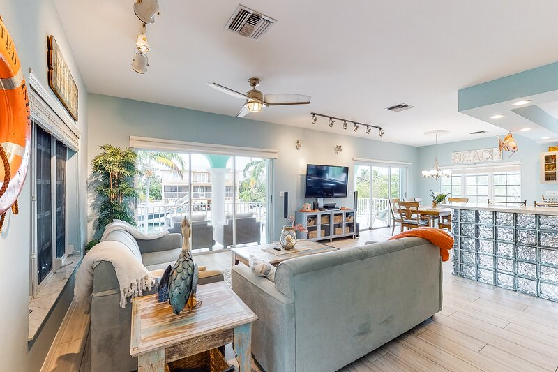 New listing! Waterfront dream home w/ a private, heated pool, deck & dock, holiday rental in Sugarloaf Key