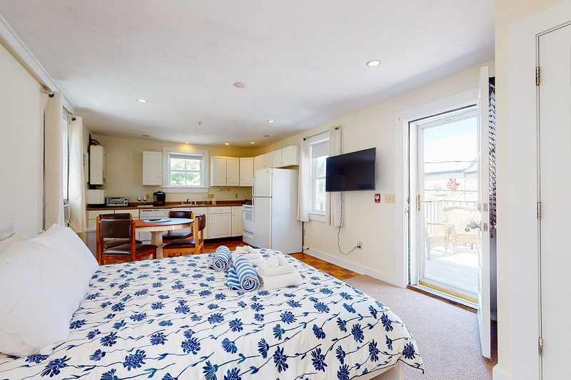 New listing! Downtown studio w/ full kitchen - walk to Bay and shops!, vacation rental in Provincetown