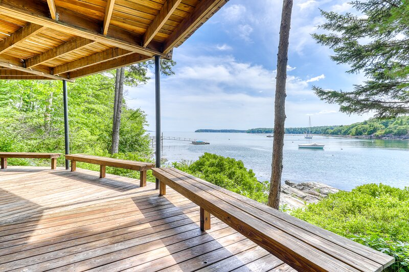 New listing! Unique oceanfront home w/ wall of windows & amazing view! – semesterbostad i Georgetown