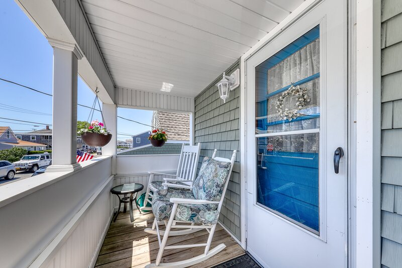 New listing! Breezy and convenient villa w/ kitchen, shared grill, and BBQ area!, alquiler de vacaciones en Kingston