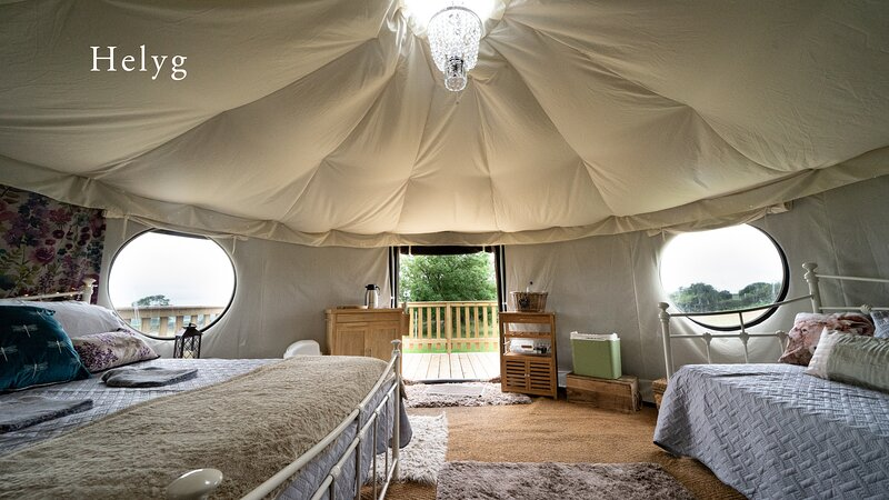 Helyg Snowdonia Glamping Bell Tent is the perfect snug hideaway, location de vacances à Bangor