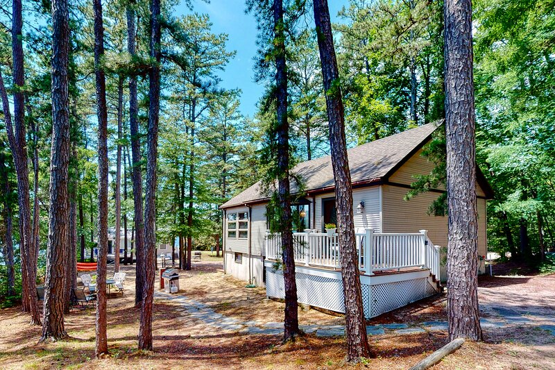 Homey lakeside property w/ one house, two cottages, mtn. views, & private beach!, holiday rental in Porter