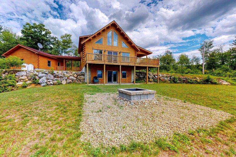 New listing! Cedar log home w/ large deck, game room & views! 2 dogs OK!, vacation rental in Andover