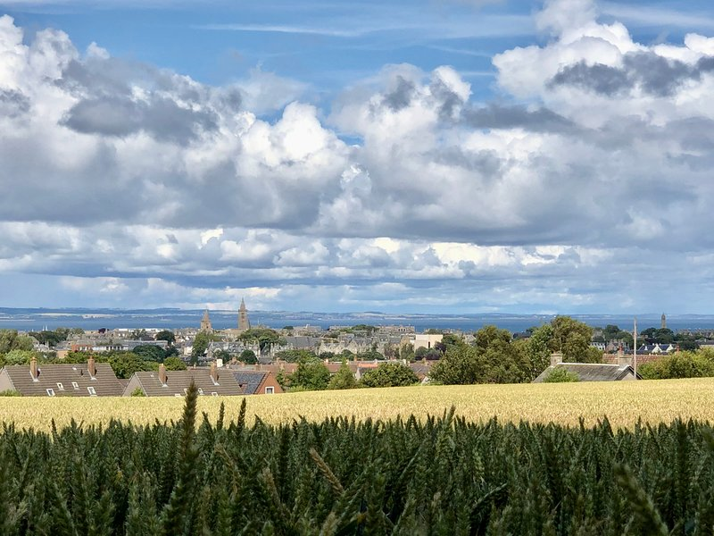 Home with superb view of St Andrews, location de vacances à St. Andrews