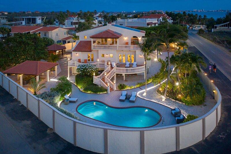 5-Star Casa del Viento Aruba Beach Villa, alquiler de vacaciones en Malmok Beach