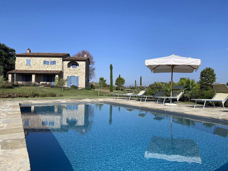 Casa Sophia di Brolio - Lovely Tuscan Villa for 8 + Guests, Everything 'Just So...', vacation rental in Castroncello