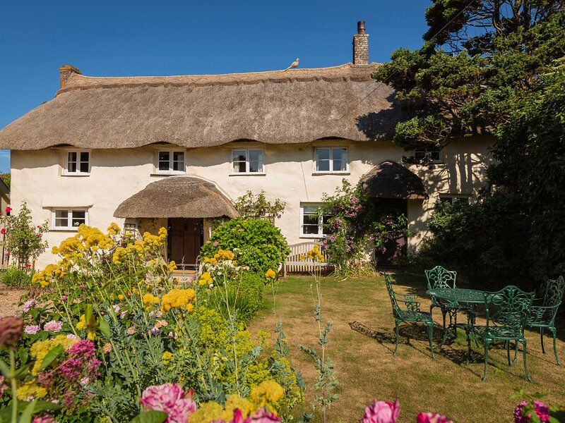 HIGHER COLLATON COTTAGE, country views, traditional character, garden, parking, vacation rental in Bolberry