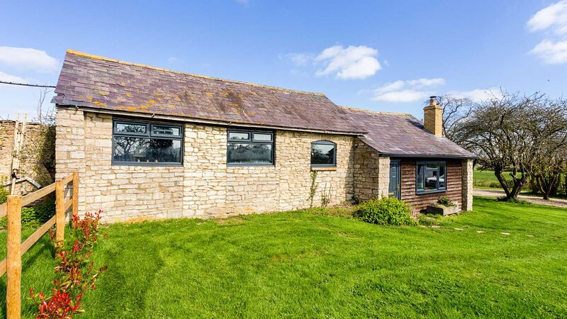 Romantic Cotswolds Holiday Home in Radcot, location de vacances à Clanfield