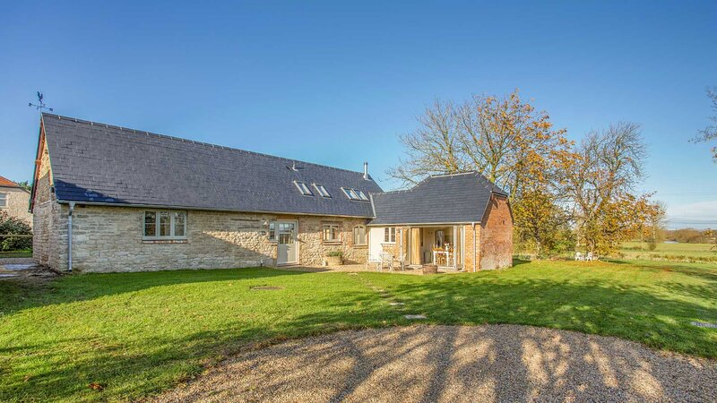 Classic Cotswolds Getaway in Radcot, location de vacances à Clanfield