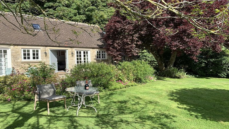 Charming Cottage for 2 near Cirencester, vacation rental in Fairford