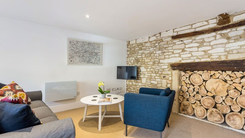Spacious Cotswold High Street apartment in Burford, location de vacances à Holwell