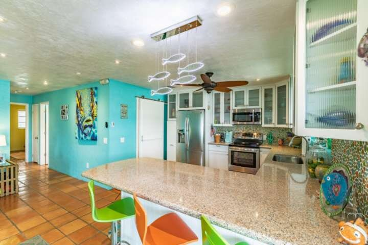 PRIME TIME - Tropically Themed Canal Front Duplex On Big Pine Key, Quick Access, casa vacanza a Big Pine Key