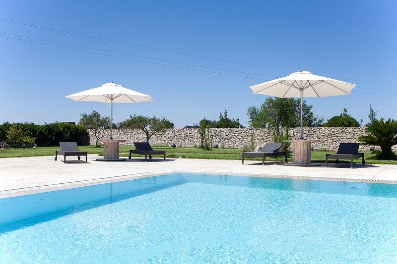 Masseria 8 camere e 10 bagni, piscina mare m880, aluguéis de temporada em Martignano