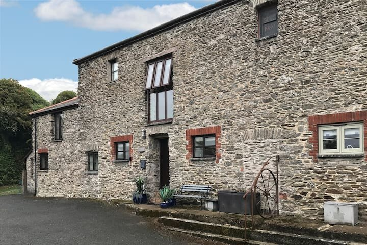 Lovely 3/4 bed barn conversion close to South West Coast Path, vacation rental in Noss Mayo