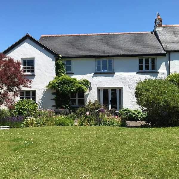 The Barn is a 17th Century Grade II Listed and sleeps up to 6 adults., location de vacances à Croyde
