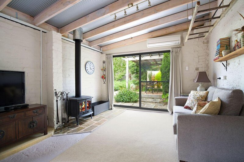 Little Haven Leura Cottage with Spa and Log Fire, holiday rental in Leura